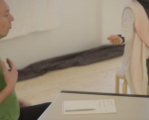 Die Bewältigung von Veränderungen im Beruf, in der Familie oder im Freundeskreis erfordern eine aufrechte innere Haltung. Mit Meditationsübungen, Atemübungen, Bewegungsübungen und Yoga-Übungen kann Udo Tiemeyer Sie dabei unterstützen, Ihre innere Stabilität für ein selbstbestimmtes Handeln wieder aufzubauen.