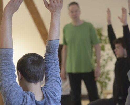 Yoga Herford: Yoga im Kreise von Gleichgesinnten und doch sehr individuell. Keine Akrobatik, keine extremen Dehnungen, kein Überfordern, sondern individuelle Yoga-Praxis